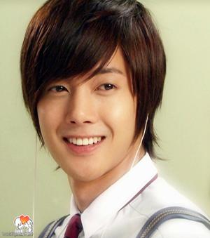 -3333-kim-hyun-joong-34762140-900-1017.jpg
