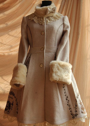 cream_lolita_winter_jacket_golden_embroidery8.jpg